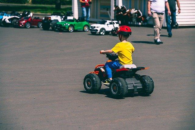 Offrir des voitures électriques pour enfant comme cadeau